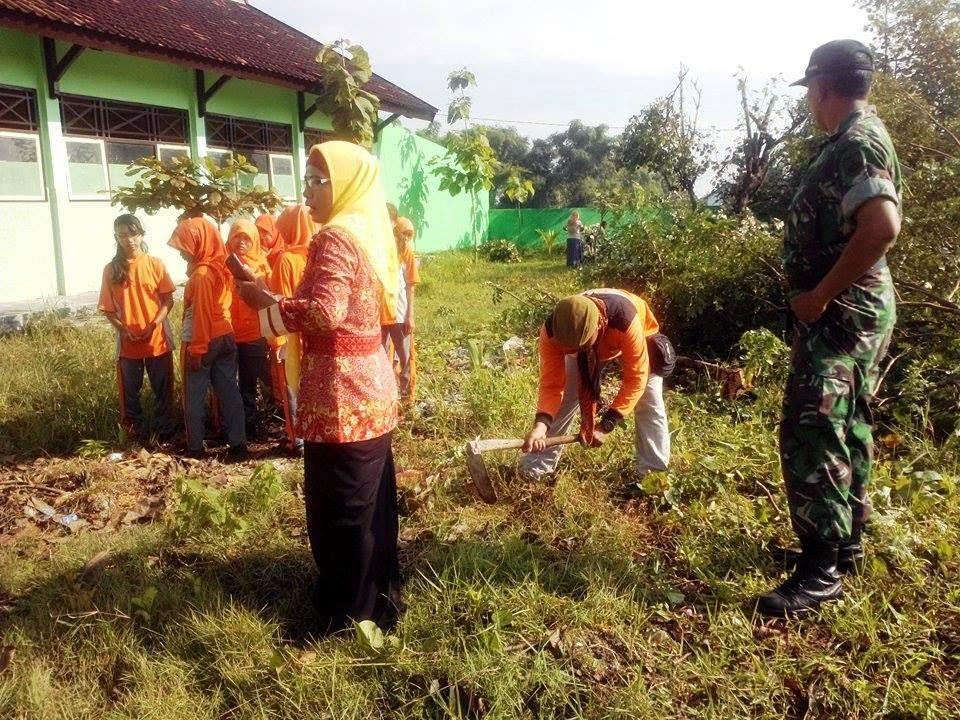 TNI, Pelajar dan Relawan, Galakan Penghijauan Sekolah