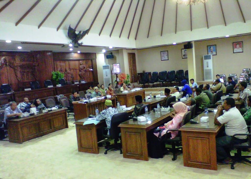 Belasan Warga Mengadu ke DPRD