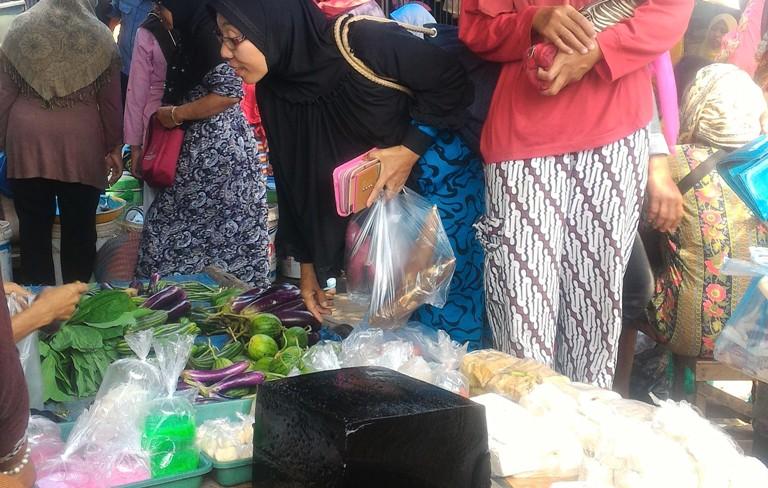 Penjual Cincau Laris Manis di Bulan Ramadhan