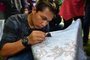 Belajar Membatik, Aura Kasih dan Rizal Armada Mengaku Kesulitan