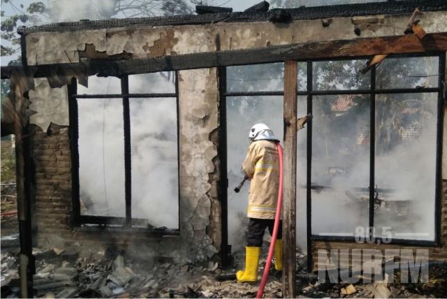 Ditinggal Pergi Pemiliknya, Rumah di Sumbergirang Lasem Ludes Terbakar