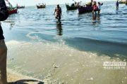 Pantai Wates Tercemar, Air Menghitam, Berlumpur dan Berbau Busuk