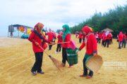 Wujud Peduli Adipura, Dharma Wanita Terjun Bersihkan Pantai