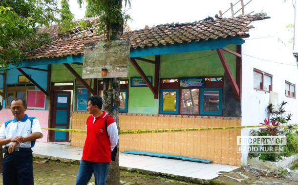 Gedung SD Krikilan Ambrol, Murid dan Guru Sempat Syok