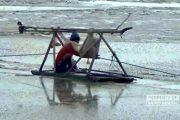 Laut Berlumpur, Pencari Rebon di Rembang Kerja Ekstra