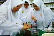 Siswa di Rembang Ini, Olah Buah Kawis Jadi Obat Nyamuk