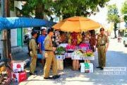 Jualan di Badan Jalan, Pedagang Buah Di Lasem Ditertibkan Satpol PP