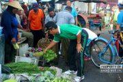 Pernah Ditegur Bupati Jualan di Bahu Jalan, Pedagang Pasar Rembang 'Kambuh' Lagi