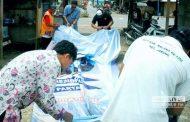 Peringatan Diabaikan, Panwaslu Copot Paksa Baliho Partai Milik Wabup