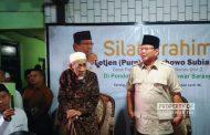 Berkunjung ke Mbah Moen, Prabowo Disambut Antusias Para Santri