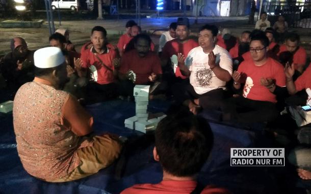 Deklarasikan Diri, Tim Relawan Jokowi Gelar Doa Pinggir Pantai