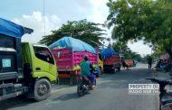 Protes Kebijakan Perusahaan Tambang, Warga Desa di Rembang Blokade Jalan