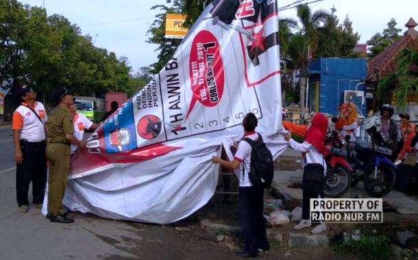 Sudah Dua Ribu Lebih APK Ditertibkan Bawaslu Rembang