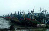 Cuaca Buruk, Nelayan di Rembang Pilih 'Parkirkan' Kapal