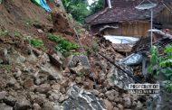 Dua Unit Rumah di Sluke Rusak Tertimpa Longsoran Tebing Setinggi 7 Meter