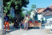 Gapura Kampung Rusak Ditabrak Kendaraan Perusahaan, Warga Kaliori Blokir Akses Keluar Masuk