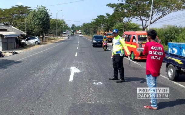 kecelakaan minibus vs pengendaraa motor tewas - berita rembang