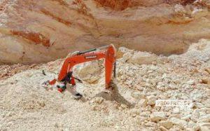 Tertimbun Longsoran Tambang Batu Putih