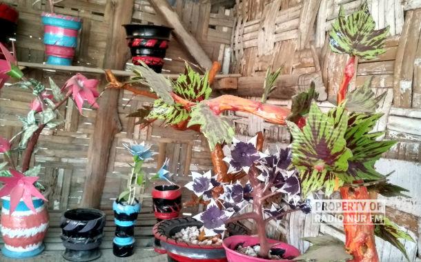 Tambal Ban Ini Ciptakan Bunga Hias - berita rembang