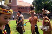 Riuh Seru Bupati dan Jajaran Menari Yosim Pancar Bersama Warga Papua