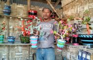 Unik! Pengusaha Tambal Ban Ini Ciptakan Bunga Hias dari Ban Bekas