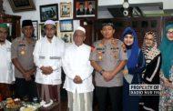 Awali Tugas, Kapolres Rembang Sowani Keluarga Almarhum Mbah Moen