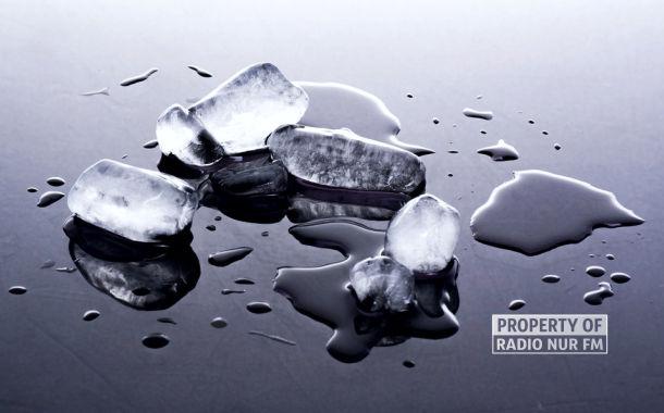 Punya Kebiasaan Mengunyah Es Batu? Tanda Anda Pengidap Anemia