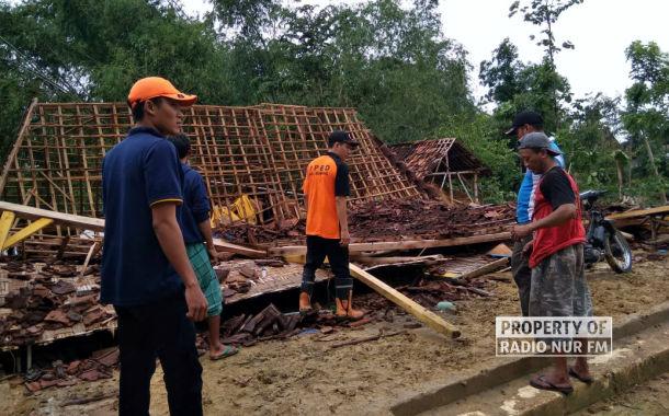 Rumah di Rembang Rusak Disapu Angin Kencang