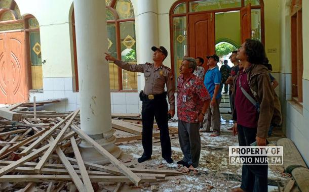 Atap dan Kubah Masjid Jami Karangasem Sedan Runtuh