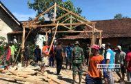 Pramuka dan PMI Gotong Royong Bedah Rumah Mbah Jani yang Nyaris Roboh